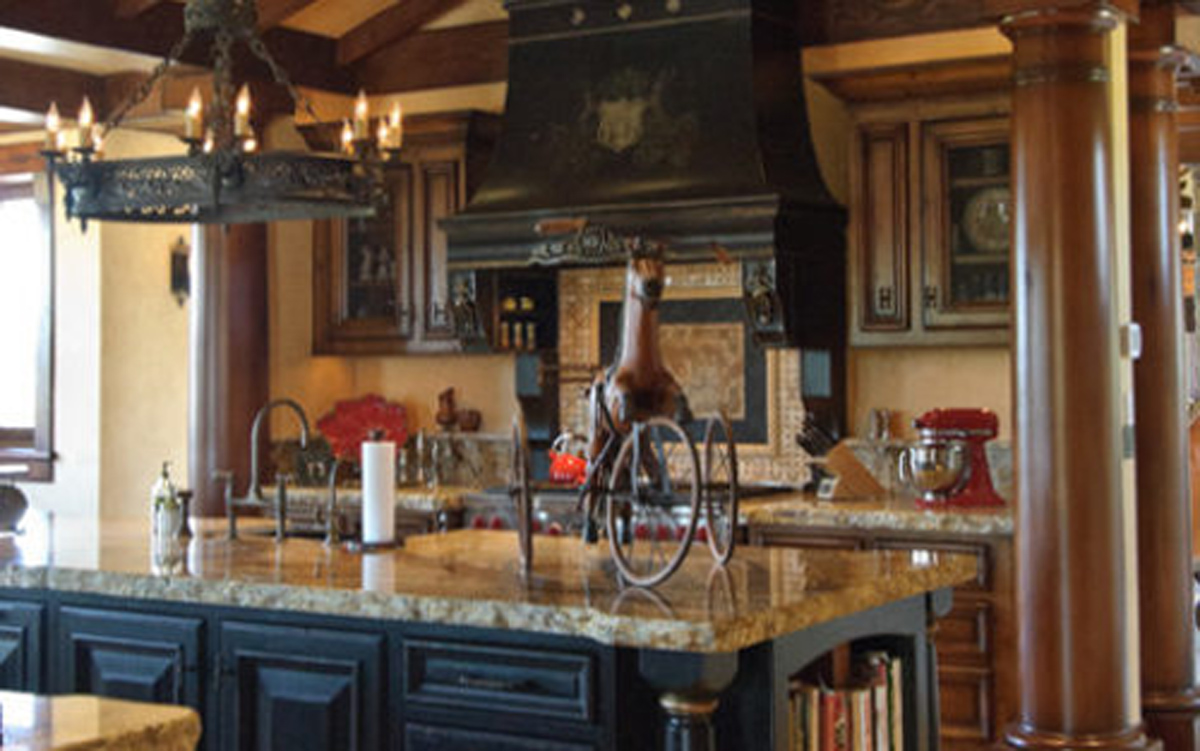 Black kitchen cabinets in tuscan kitchen decor tuscan for Kitchen decoration image
